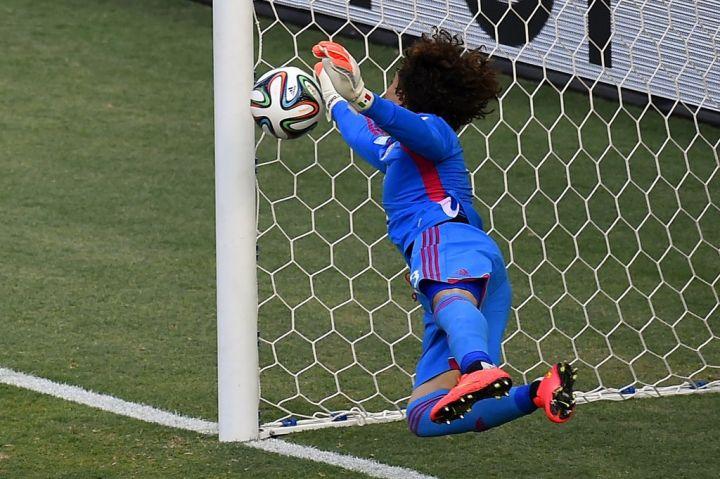 Arrêt de classe de Memo Ochoa contre le Brésil - Source [2]